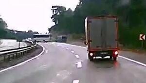Kemerde 3 kişinin öldüğü kaza anı kamerada