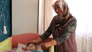 Hasta torununa, 4 yıldır annelik yapıyor