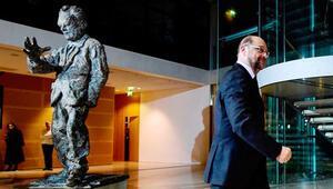 SPD milletvekili Schulz, AP'ye dönmek istiyor