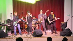Alternatif sahnede Flashback ile rock rüzgarı esti