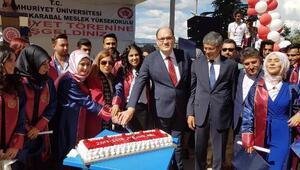 Suşehri Timur Karabal MYOda mezuniyet sevinci