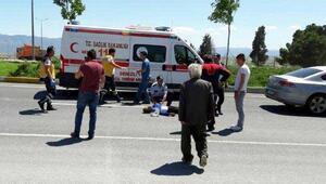 Motosiklet otomobille çarpıştı: 1 ölü, 1 yaralı