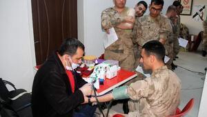 Muradiyede polis ve asker kan bağışında bulundu