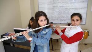 Hayrat Çocuk Sanat Merkezi sanata duyarlı gençleri bekliyor