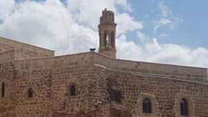 Midyatta manastırın çan kulesine yıldırım düştü