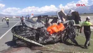 Halk otobüsü ile otomobil çarpıştı 2 ölü, 16