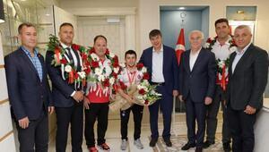 Şampiyon güreşçi Başkan Türeli ziyaret etti