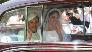 Meghan Markleın gelinliği sosyal medyaya damga vurdu... İşte kraliyet düğünü fotoğrafları