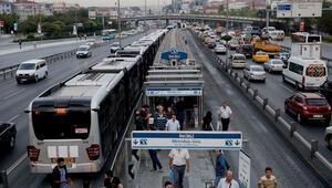 Metrobüs durağında sigara içenler Yeşil Dedektöre yakalanacak