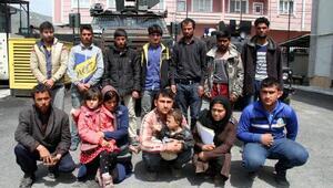 Vanda 2si çocuk 14 kaçak göçmen yakalandı