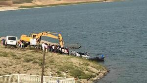 Sürücüsünün el frenini çekmediği otomobil, baraj gölüne girdi