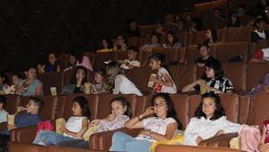 Öğrenciler ilk kez sinemaya gitti