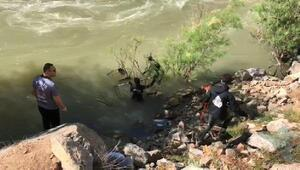 Artvinde, içindeki 3 kişiyle nehre uçan otomobile ulaşıldı (2)