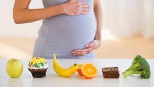 Hamile ve emziren anneler oruç tutabilir Bebeği etkiler mi