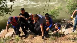 Artvinde otomobil nehre uçtu: 2 ölü, 1 kayıp- Yeniden