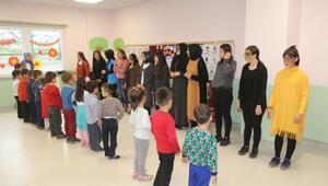 Üniversite öğrencileri köy çocuklarını tiyatroyla tanıştırıyor