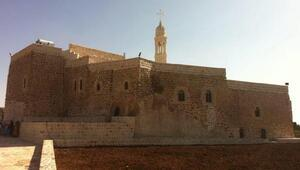 Mardinde Süryanilere kilise, manastır ve mezarlıklarının tapuları verildi
