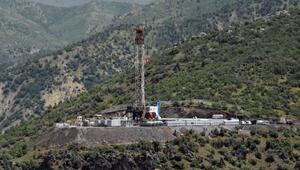 Bakan Albayrak, Irak sınırındaki petrol sondaj çalışmasını inceledi