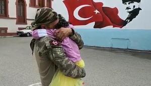 Afrinden dönen Mehmetçikin kızıyla buluşma anı