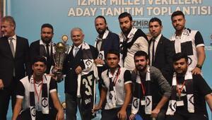 Başbakan Yıldırım, İzmirde milletvekili adaylarının tanıtımına katıldı