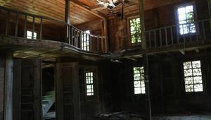 Harabeye dönen 4 asırlık ahşap cami, restore edilecek