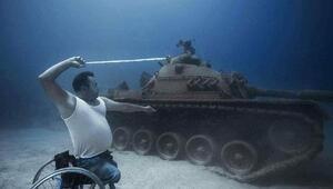 Filistin direnişinin sembolünü su altında canlandırdı