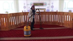 Bünyanda camilerin temizliğini kadınlar yapıyor