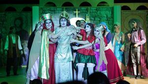 Liseliler tiyatro festivalinde yarıştı