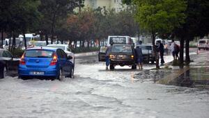 Ankara'da sağanak ve dolu hayatı olumsuz etkiledi