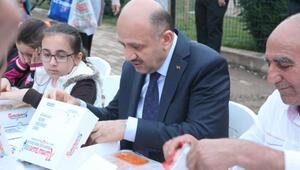 Başbakan Yardımcısı Fikri Işık, mahalle iftarına katıldı