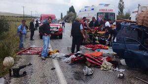 Doğanşehirde, otomobil TIRa arkadan çarptı: 6 yaralı