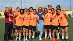 İş kadınından, kadın takımına forma desteği