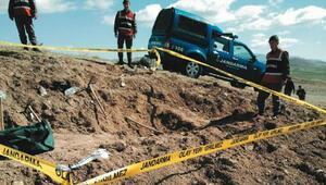 Sınırda toprağa gömülü cephanelik ele geçirildi