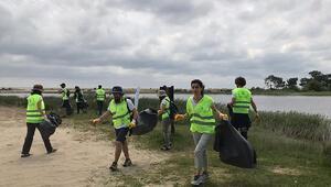 Milli parkta kıyı temizliği gerçekleştirildi