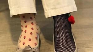 CHPli Biçer, sağlıkçılar için çılgın çoraplar giydi