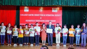 Bahçeşehir Üniversitesi Vietnam'da Bursluluk Sınavını kazananları ödüllendirdi