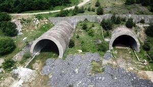 Bolu Dağının depremde hasar gören tünel tüpleri 19 yıldır atıl