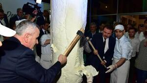 Patenti, 8 tonluk Türk Bayrağı motifli dondurma şovuyla kutladılar
