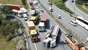 Basın Ekspres yolunda hareketli dakikalar 2 şerit trafiğe kapandı