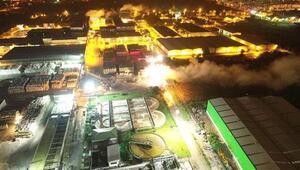 Karton fabrikasının deposuna yıldırım düştü, yangın çıktı