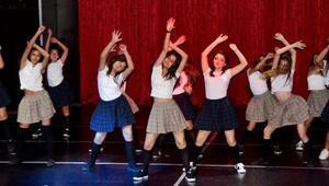 Danslarıyla büyülediler