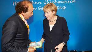 Merkel 15 Temmuz darbe girişimin nasıl haber aldı