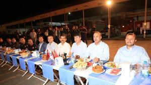 Bakan Çavuşoğlu ve Başkan Türel itfaiyede sahur yaptı