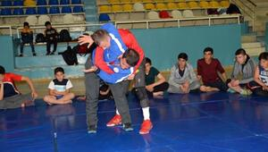 Yıldız milli güreşçilerin Bolu kampı
