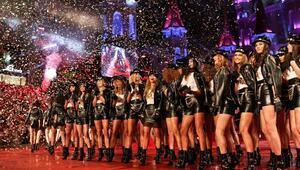 Paris Hilton Dosso Dossi podyumunda - Ek fotoğraflar