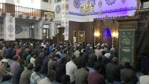 Muradiyede Kadir Gecesinde eller semaya açıldı