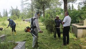 Demirköy Belediye Başkanı Yavuz, mezarlık temizliğine katıldı