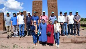YYÜ Rektörü, Ahlattaki kazı alanında incelemelerde bulundu