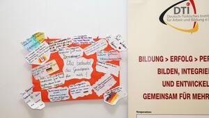 Alman anayasası konulu afiş sergisi