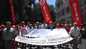 DİSK üyesi işçiler, yarım gün iş bıraktı